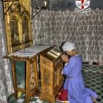 Donna in preghiera